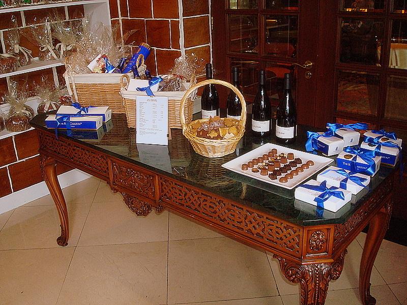 mesa-con-sus-productos